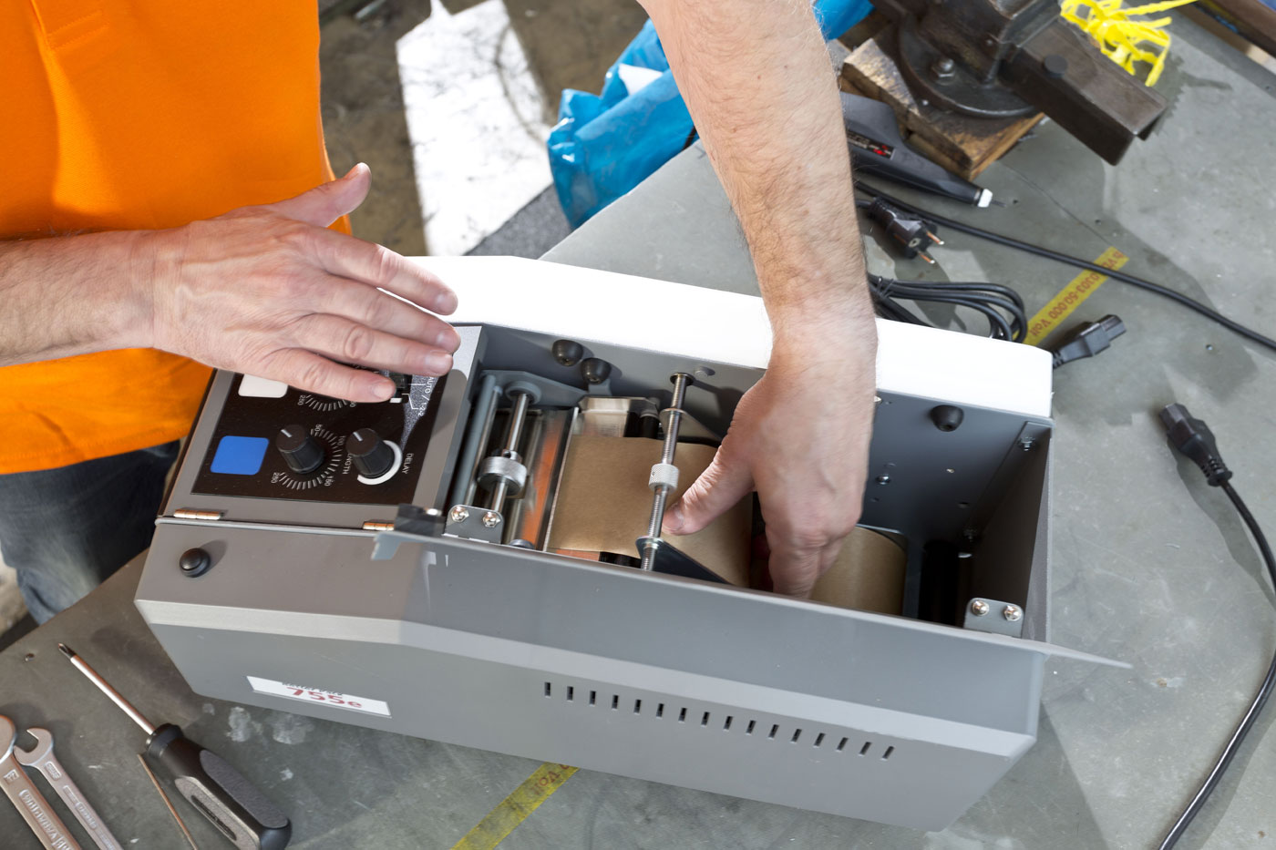49fb99f2f39 Electronic Adhesive Tape Dispenser